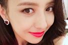 红唇诱惑 辣妈佟丽娅大波浪造型美艳性感