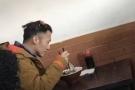 谢霆锋北新桥吃卤煮没带王菲 网友:天后吃素
