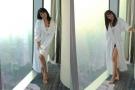 台湾版周慧敏晒性感浴袍照 露出红色内衣好羞羞