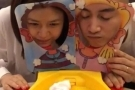 陈晓为陈妍希庆祝生日 开心玩奶油拍脸机