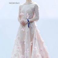 北京电影节上,赵丽颖压轴出场,粉色碎花拖地礼服惊艳了全场!