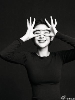 唐艺昕黑白摄影写真