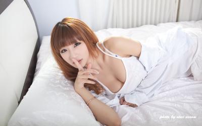 大胸美女私房写真桌面壁纸_高清桌面壁纸图片[3]