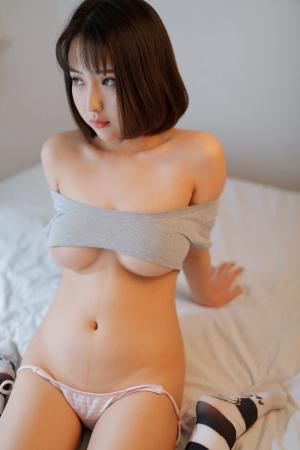 小魔女奈奈沙发上全裸出镜诱惑足