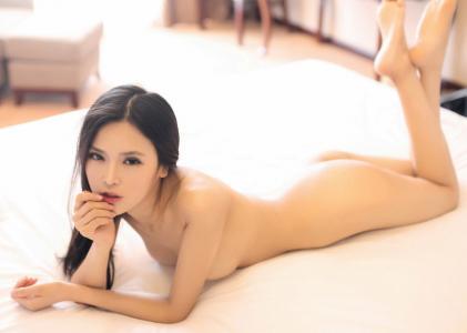 性感模特张美荧大尺度美女图片高清桌面壁纸