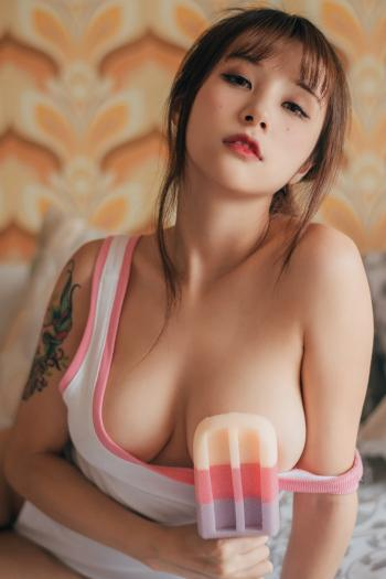 菠萝社夏美酱的羞处无遮掩人体艺术写真第[3]图片