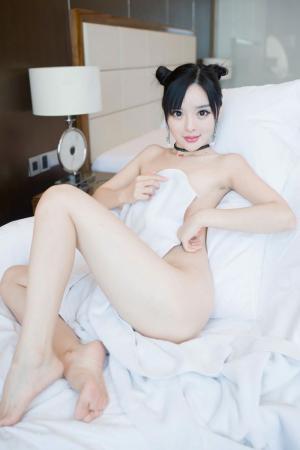 美娇娘柠檬浴巾裹身大秀白嫩胴体