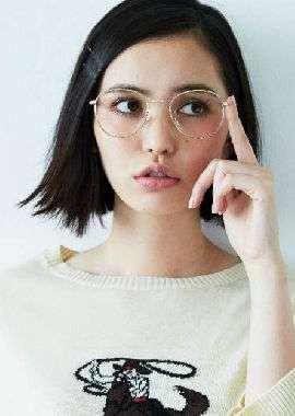 日本短发美女模特写真桌面壁纸_高清桌面壁纸