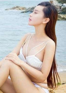 性感美女沙滩比基尼写真图片